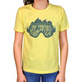 Skiing & Snowboarding Vintage T-Shirt - The Mountains Are Calling Goggles